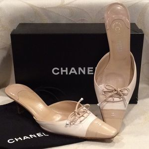 "GORGEOUS ""CHANEL"" KITTEN HEELS w/BOX & DUST BAG"